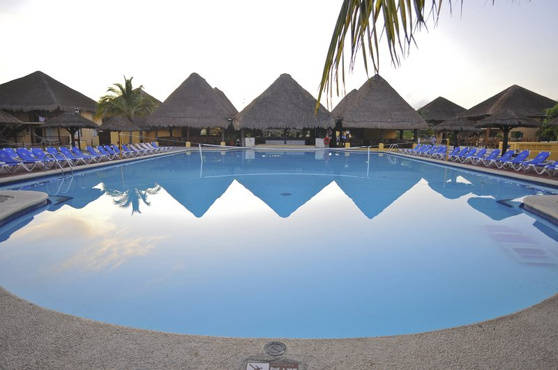 Allegro Cozumel-Pool<br/>Image from Leonardo