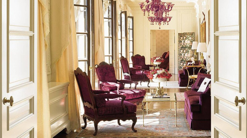 Four Seasons Firenze Hotel-Presidential Suite De'Medici living room<br/>Image from Leonardo