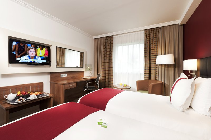 Holiday Inn Paris - Marne La Vallee-Standard room with twin beds<br/>Image from Leonardo