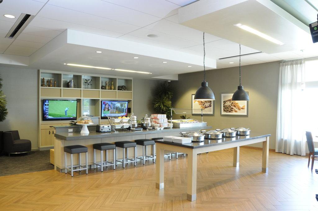 Holiday Inn Columbia East - Jessup-Breakfast Buffet<br/>Image from Leonardo