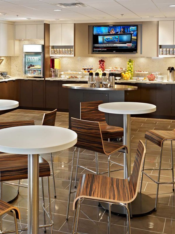 DoubleTree by Hilton Hotel & Conference Centre Regina-Connections Cafe<br/>Image from Leonardo