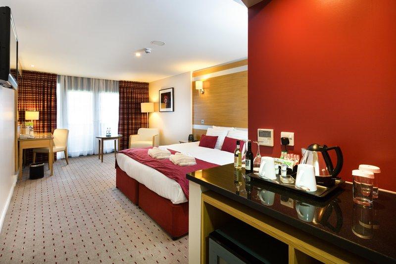 DoubleTree by Hilton Milton Keynes-King deluxe executive bedroom<br/>Image from Leonardo