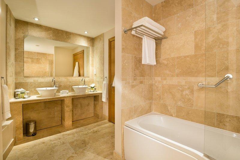 DoubleTree by Hilton Milton Keynes-Example of a presidential lounge bathroom<br/>Image from Leonardo
