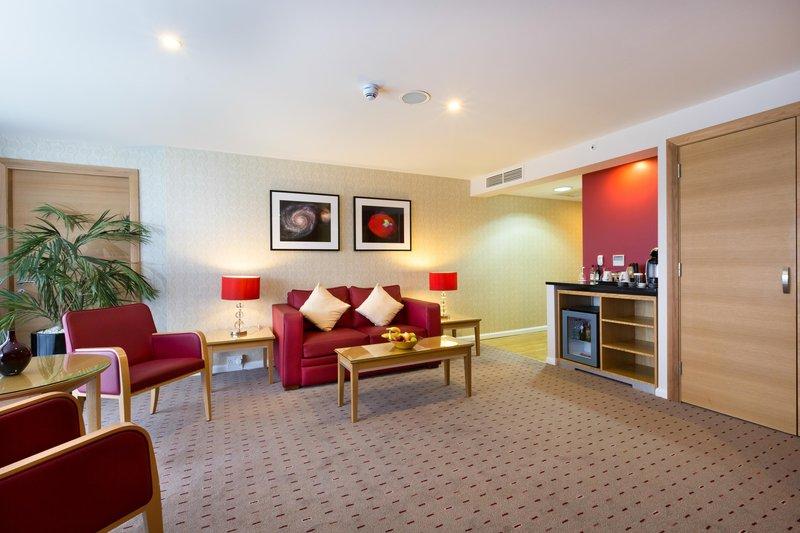 DoubleTree by Hilton Milton Keynes-Junior suite lounge<br/>Image from Leonardo