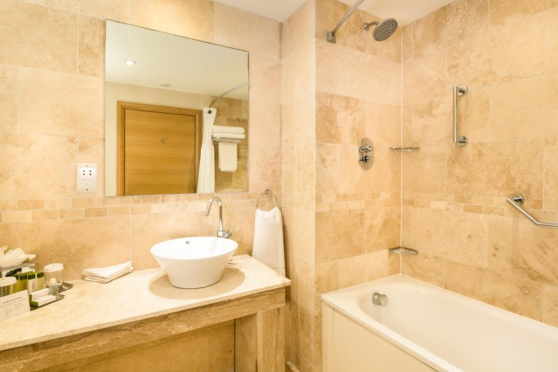 DoubleTree by Hilton Milton Keynes-Standard bathroom<br/>Image from Leonardo