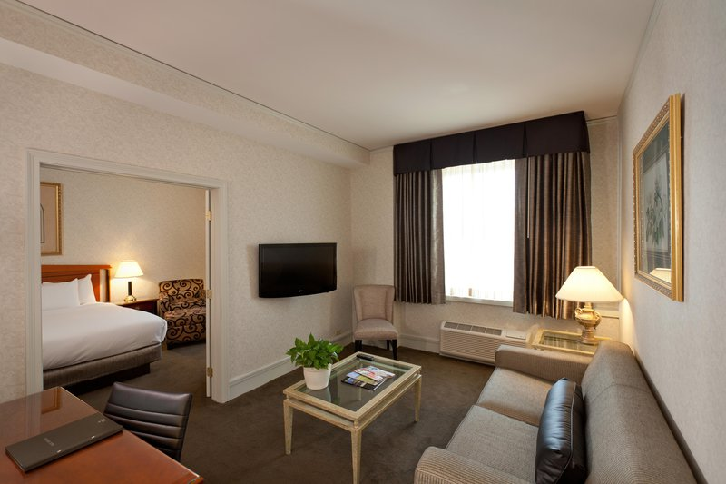 Hilton Cincinnati Netherland Plaza-Junior Suite<br/>Image from Leonardo