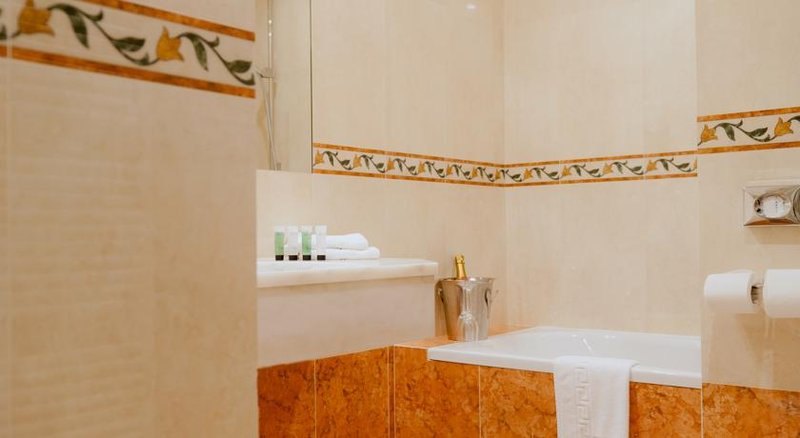 Academie-bathroom<br/>Image from Leonardo