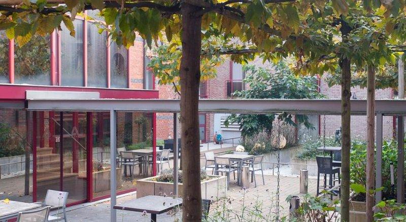 Academie-courtyard<br/>Image from Leonardo