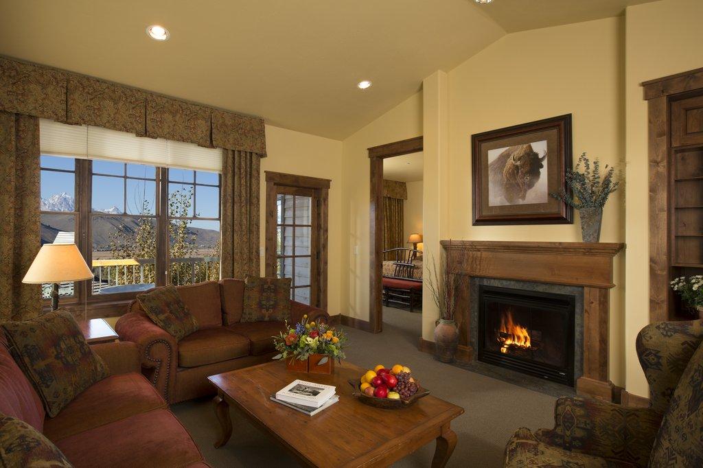 Grand View Lodge-SKLodge Livingroom Edited<br/>Image from Leonardo