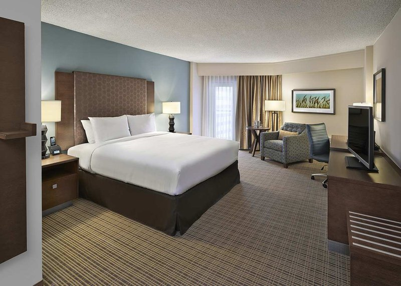 DoubleTree by Hilton Hotel & Conference Centre Regina-King Room<br/>Image from Leonardo