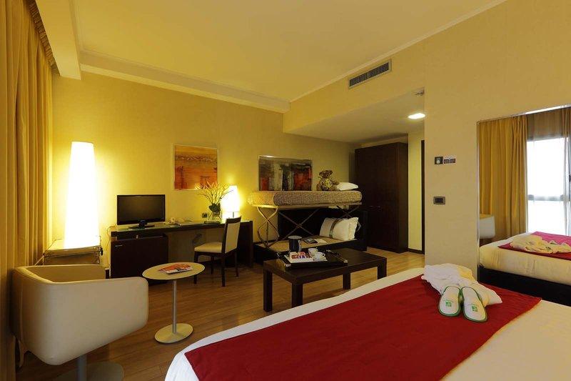 Holiday Inn Turin - Corso Francia-Family  Room<br/>Image from Leonardo
