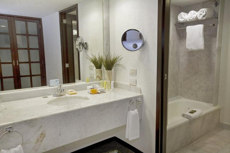 Fiesta Americana Guadalajara-Bathroom<br/>Image from Leonardo