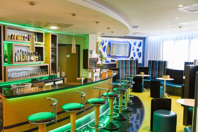 Holiday Inn Express Arras-Bar and Lounge<br/>Image from Leonardo