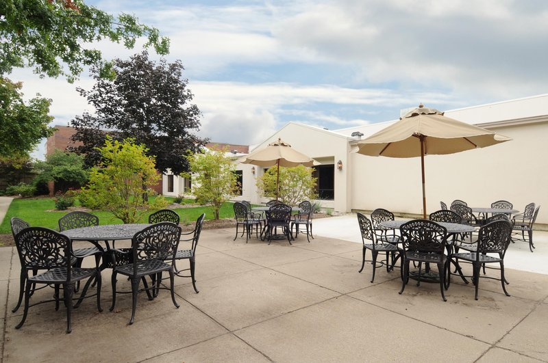 DoubleTree by Hilton Grand Rapids Airport-Courtyard<br/>Image from Leonardo