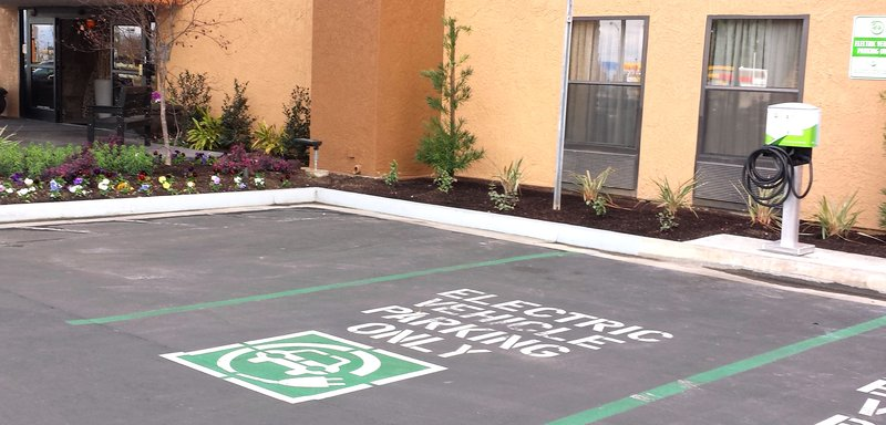 Best Western Plus Fresno Airport Hotel-Electric Vehicle Charging Station<br/>Image from Leonardo