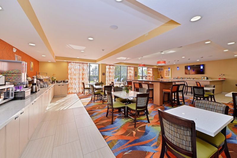 Best Western Plus Fresno Airport Hotel-Breakfast Area<br/>Image from Leonardo