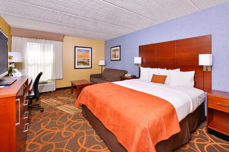 Best Western Plus Fresno Airport Hotel-Spacious King Guest Room<br/>Image from Leonardo
