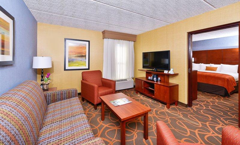 Best Western Plus Fresno Airport Hotel-Suite<br/>Image from Leonardo
