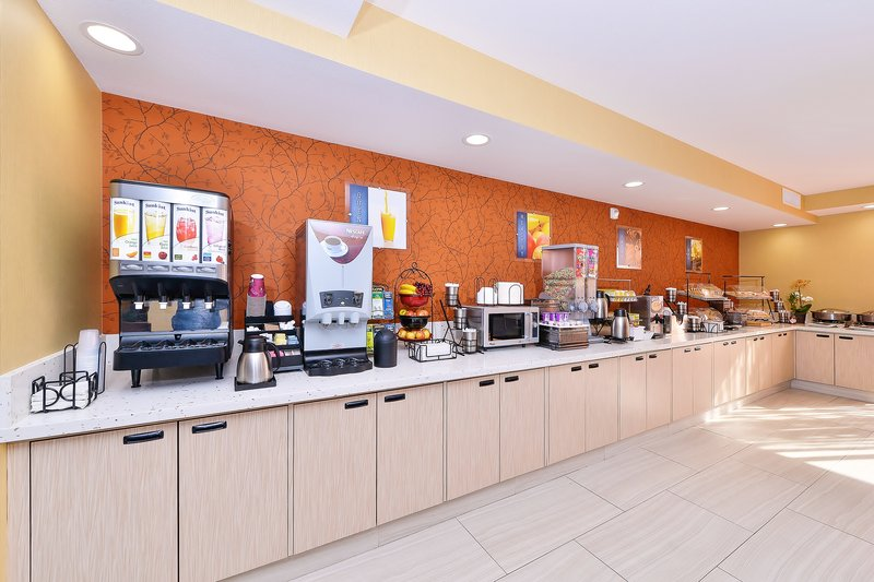 Best Western Plus Fresno Airport Hotel-Enjoy a Hot Breakfast every morning<br/>Image from Leonardo