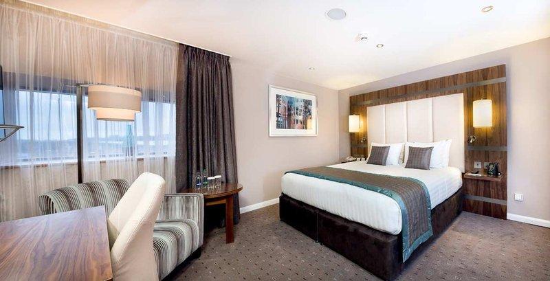 DoubleTree by Hilton Milton Keynes-King Family Main Bedroom<br/>Image from Leonardo