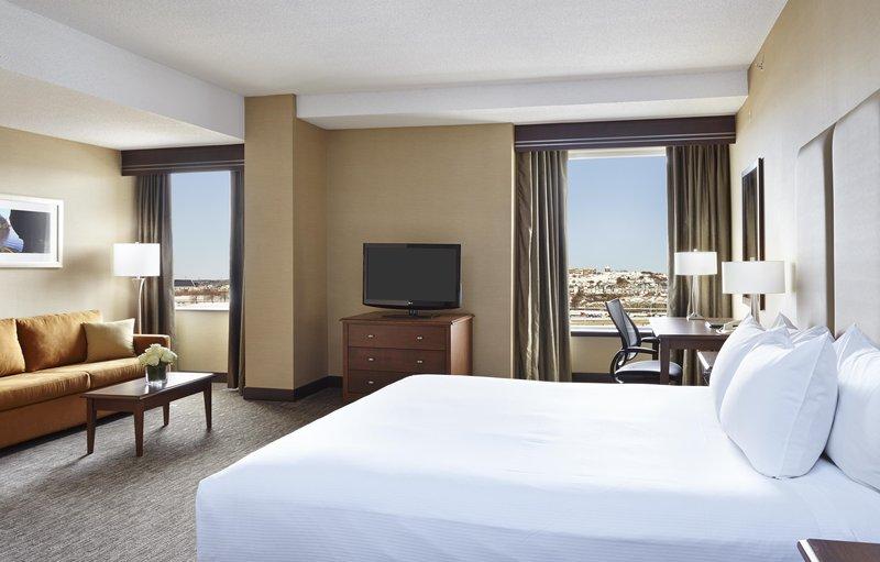 Hilton Saint John Trade &amp; Convention Centre-One king bed Junior Suite <br/>Image from Leonardo