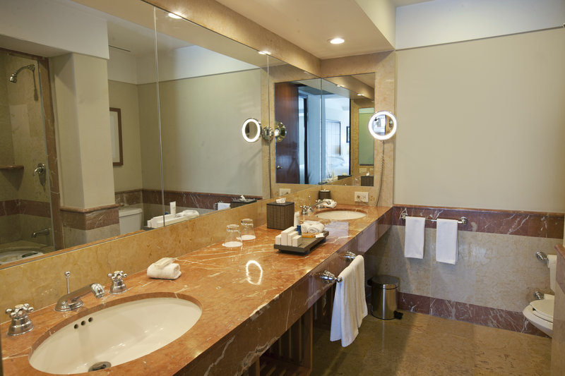 Grand Fiesta Americana Chapultepec-Junior Suite Bathroom<br/>Image from Leonardo