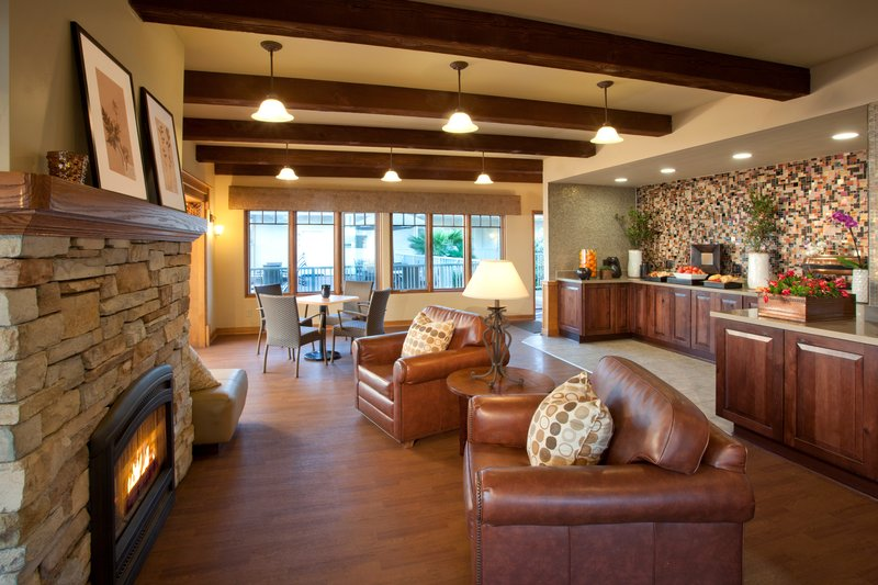 Best Western Plus Beach View Lodge-Guest Lounge<br/>Image from Leonardo