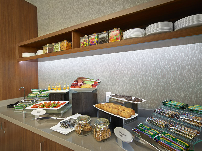 DoubleTree by Hilton Hotel & Conference Centre Regina-Connections Snacks<br/>Image from Leonardo
