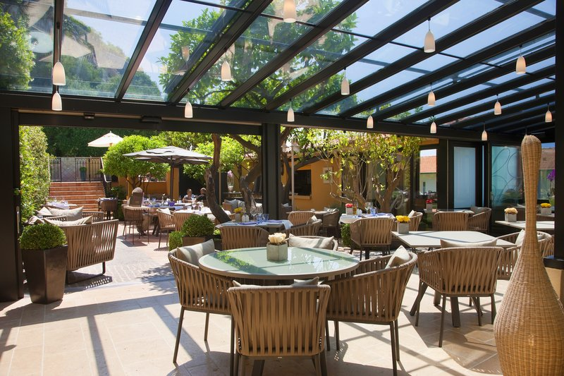 La Perouse Hotel-Restaurant Le Patio<br/>Image from Leonardo