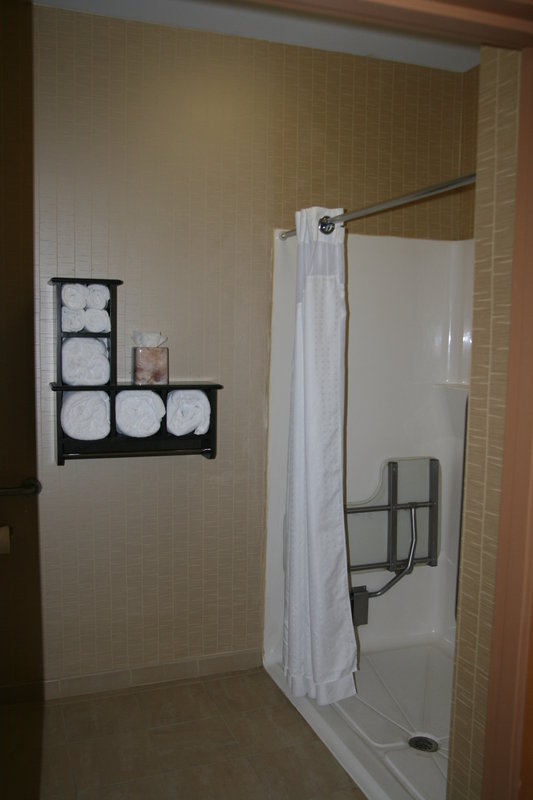 Holiday Inn Express & Suites Vineland Millville-King Jacuzzi Suite Accessible<br/>Image from Leonardo