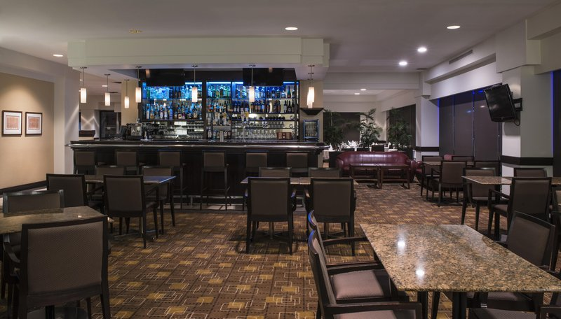 Hilton Winnipeg Airport Suites-Bistro 1800 Lounge<br/>Image from Leonardo