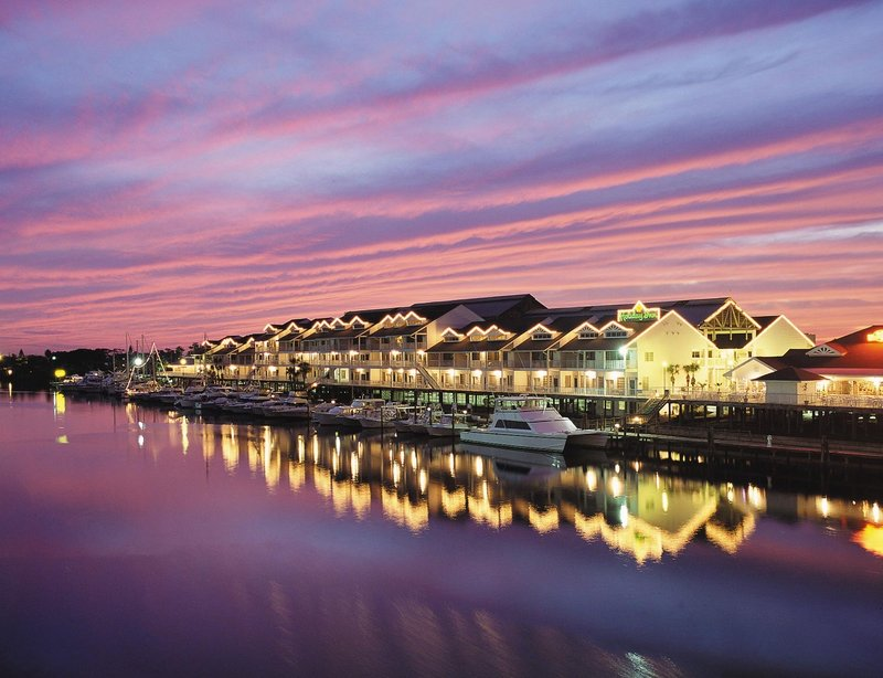 Holiday Inn & Suites Clearwater Beach S Harbour-Hotel Exterior<br/>Image from Leonardo