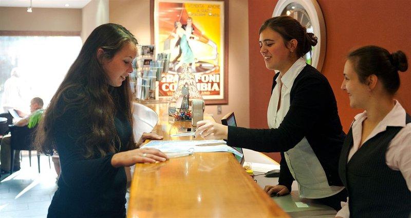 Academie-Lobby<br/>Image from Leonardo