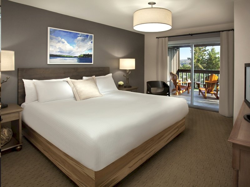 Deerhurst Resort-Summit Lodges Bedroom<br/>Image from Leonardo