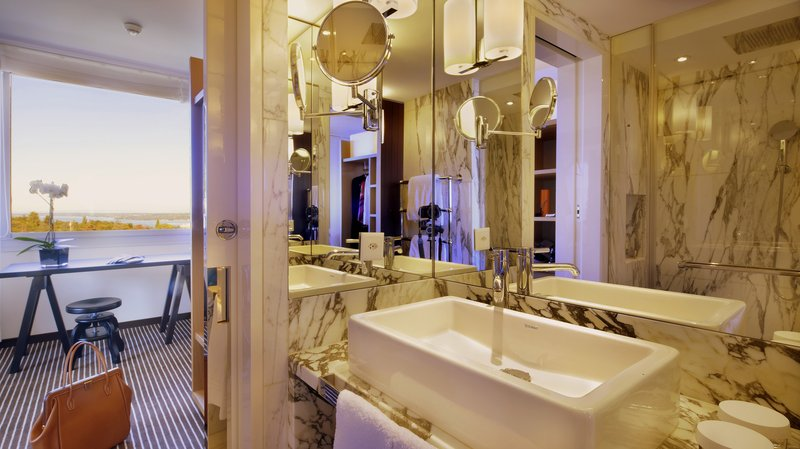 InterContinental Geneve-Bathroom in an Executive Room<br/>Image from Leonardo