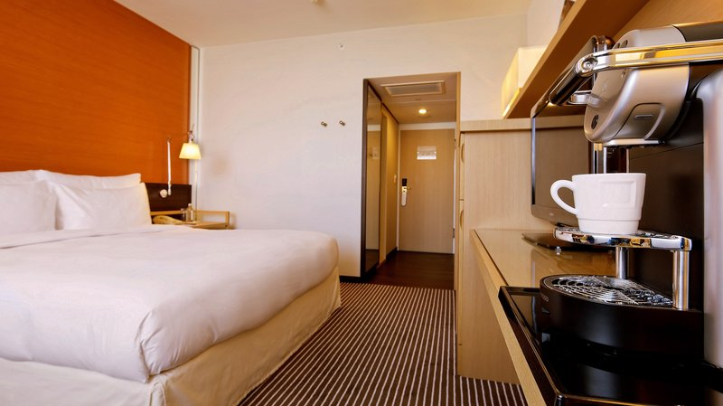 InterContinental Geneve-Deluxe room with free Wifi and Espresso coffee maker<br/>Image from Leonardo