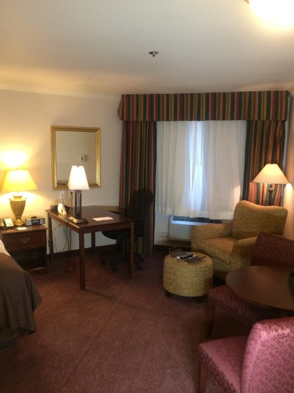 Holiday Inn Selma-Swancourt-King Feature Suite Desk View<br/>Image from Leonardo