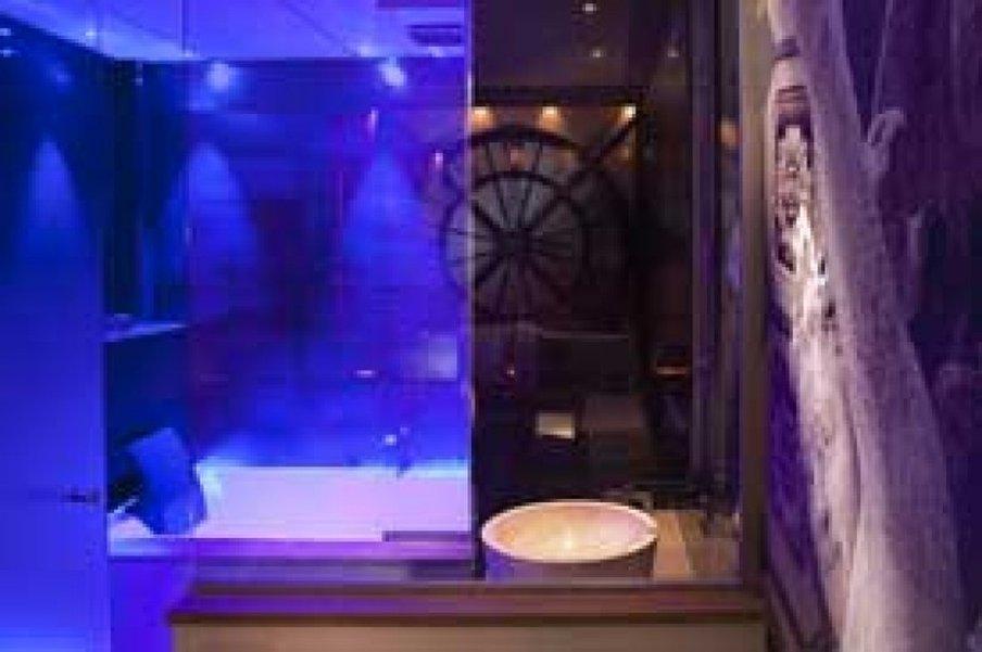 Secret de Paris - Bathroom <br/>Image from Leonardo