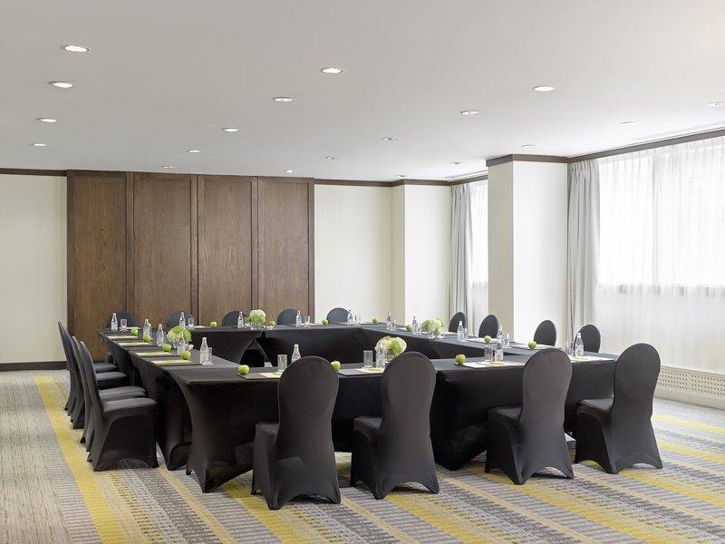 Chelsea Hotel Toronto-Carlyle Meeting Room<br/>Image from Leonardo