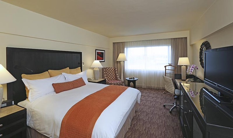 Intercontinental San Salvador - Metrocentro Mall-King Bed Guest Room<br/>Image from Leonardo