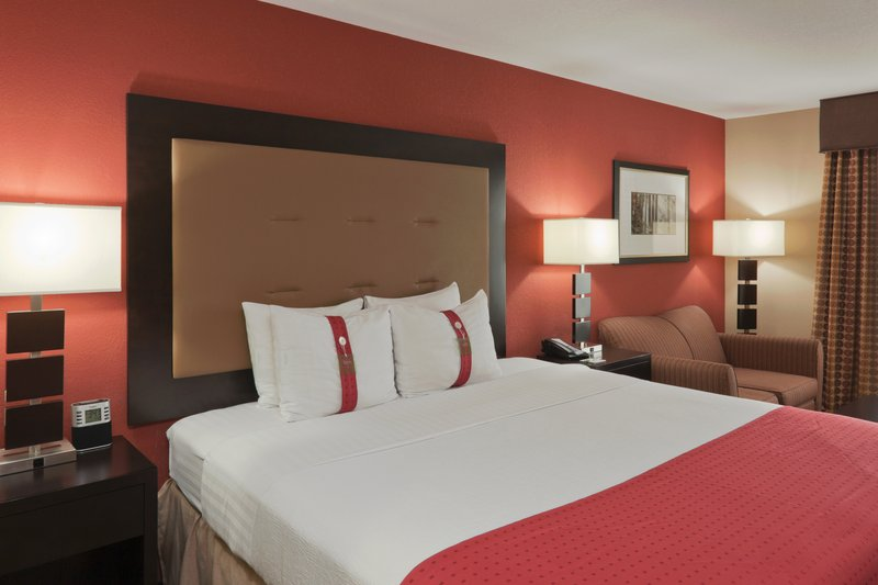Holiday Inn Hotel & Suites Lima-Jacuzzi Suite<br/>Image from Leonardo