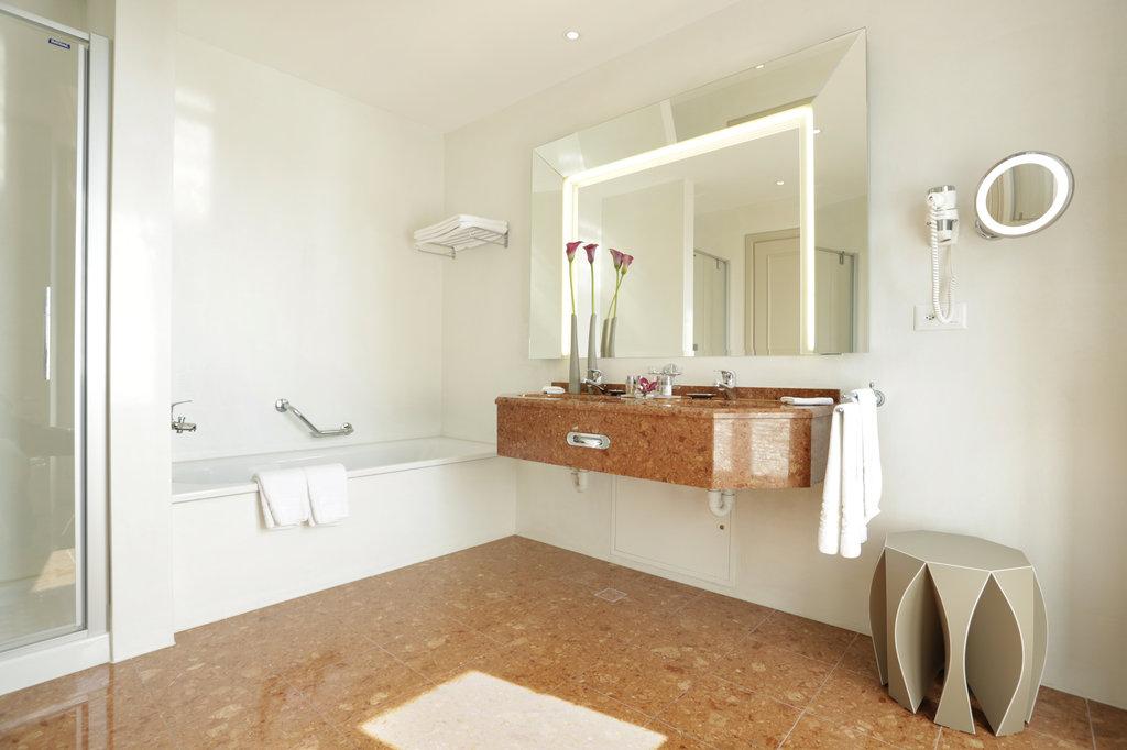 Hotel Schweizerhof Luzern-Bath Room<br/>Image from Leonardo