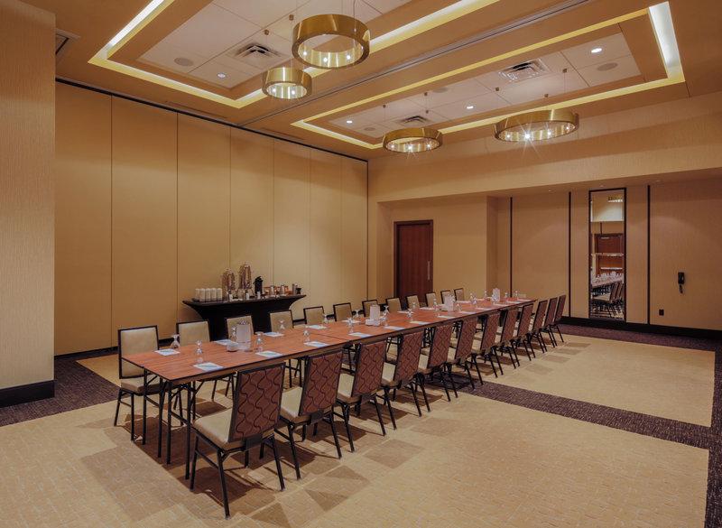 Hilton Garden Inn Virginia Beach Oceanfront-Long Table With Coffee Break<br/>Image from Leonardo