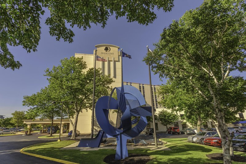 DoubleTree by Hilton Hotel Philadelphia Airport-Exterior Sculpture<br/>Image from Leonardo