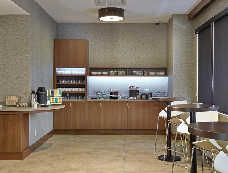 DoubleTree by Hilton Hotel & Conference Centre Regina-Breakfast Buffet<br/>Image from Leonardo