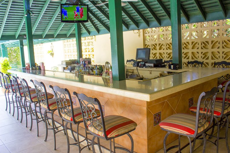 The Courtleigh-Pool Bar<br/>Image from Leonardo