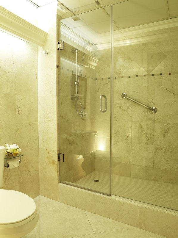 The Courtleigh-Bathroom<br/>Image from Leonardo