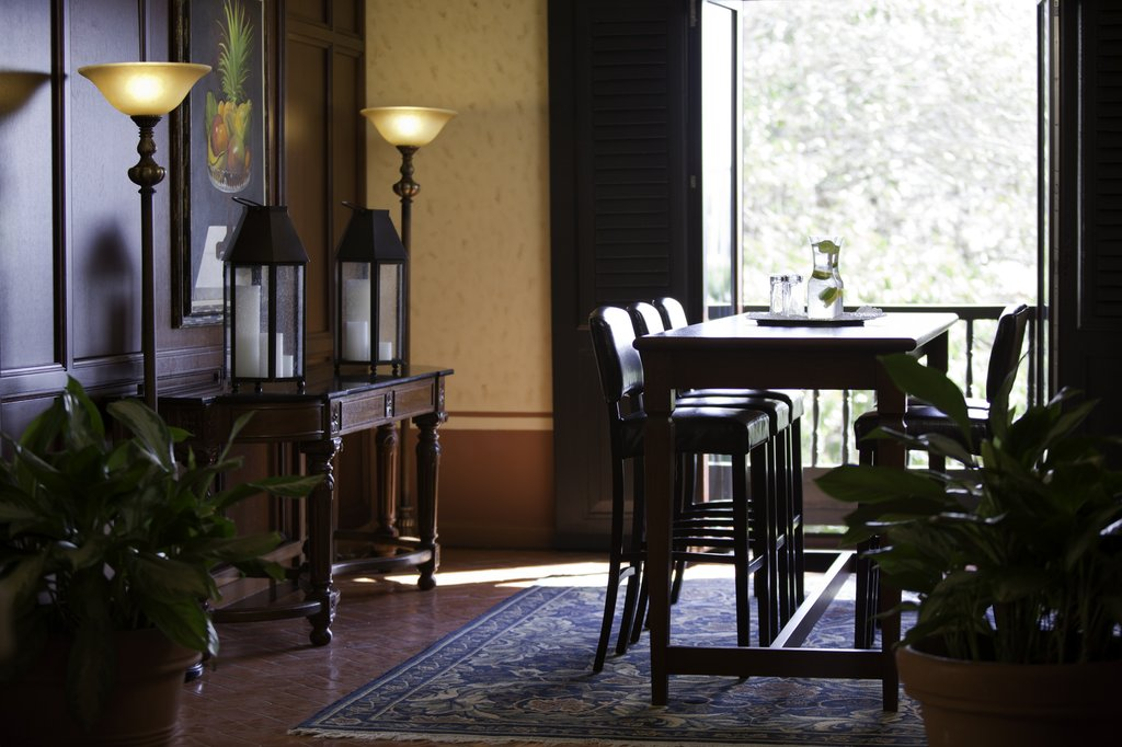 Hotel El Convento - Veranda <br/>Image from Leonardo