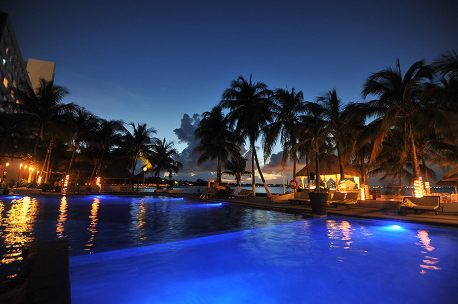 Dreams Sands Cancun - Pool Night <br/>Image from Leonardo