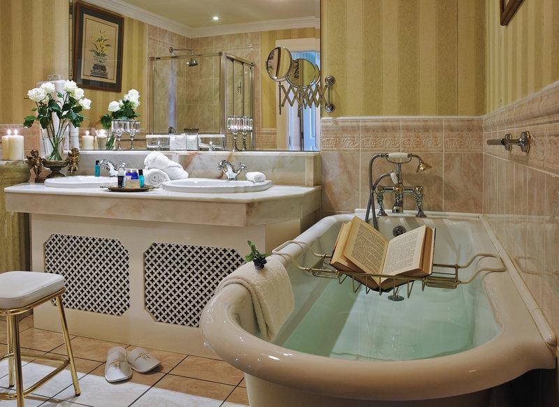 Hayfield Manor-Bathroom<br/>Image from Leonardo
